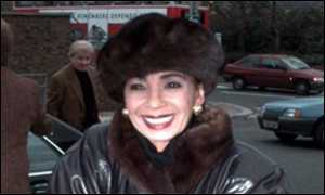 image: [ Shirley Bassey delighted after court victory ]
