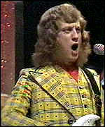 Slade's Noddy Holder, modelling a fetching coiffure