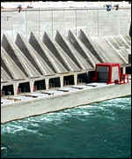[ image: Dams like this one at Niagara Falls can put species at risk]