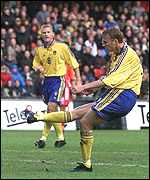 [ image: Kennet Andersson's strike sent Sweden and England into raptures]