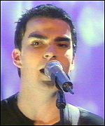 [ image: Lead singer Kelly Jones]