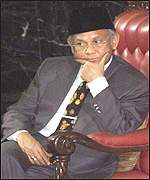 Habibie listens to the day's debate