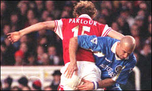 image: [ Ray Parlour and Gianluca Vialli tussle in the London derby ]