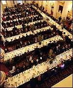[ image: Hundreds to lunch]