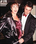 [ image: Greg Wise covers up pregnant girlfriend Emma Thompson]