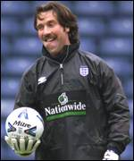 [ image: David Seaman: Experienced player Keegan backs to cope with the atmosphere]