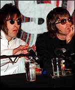 [ image: Liam and Noel Gallagher: World tour in 2000]