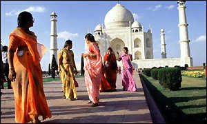 Women outside Taj Mahal