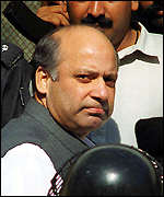 Nawaz Sharif arrives at court