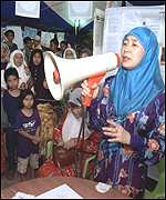 Wan Azizah on campaign trail