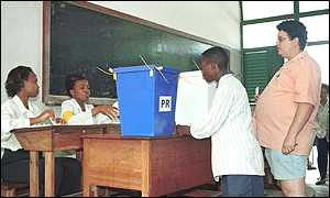 Mozambicans queue to vote