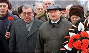 Mr Primakov (left) and Mr Luzhkov: Support for their grouping has dropped