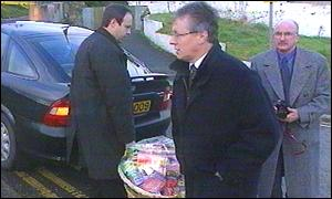 Nigel Dodds (left) and Peter Robinson (right): Hampered delivery