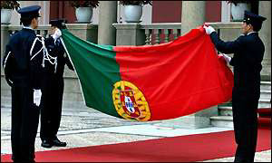 Portugeuse flag comes down