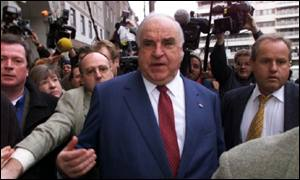 Helmut Kohl arrives at a CDU meeting