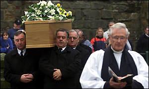 desmond llewelyn find a grave