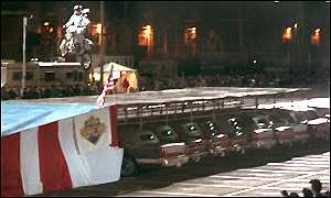 image: [ Robbie Knievel reaches daring new heights with his 231ft jump ]