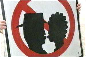 Warrington no-kissing sign