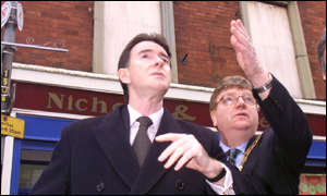 Mr Mandelson, on first visit to Omagh, views bomb scene