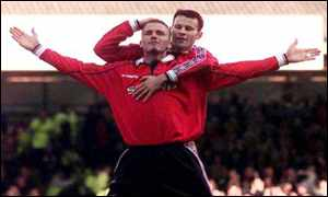 Giggs and Beckham v Leicester