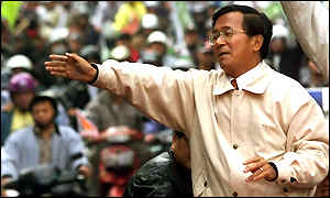 Chen Shui-bian campaigning days before the election