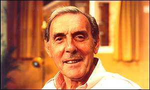 English comedian Eric Sykes is one of the clan