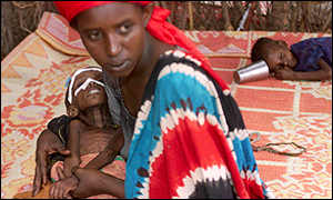 An Ethiopian woman holds her severely malnousished child at Gode feeding centre