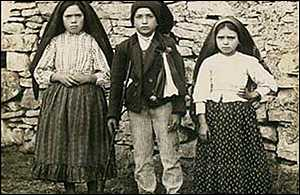 1917 photograph: Lucia Santos, 10, Francisco Marto, 9, and Jacinta Marto, 7