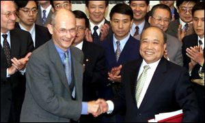 EU trade commissioner Pascal Lamy and Chinese foreign trade minister Shi Guangsheng