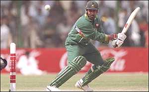Salim Malik playing for Pakistan