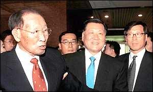 Chung and sons Mong-Ku and Mong-Hun