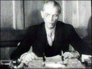 http://news.bbc.co.uk/olmedia/775000/images/_775267_jinnah300.jpg
