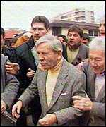 Norman Wisdom mobbed by fans in Albania