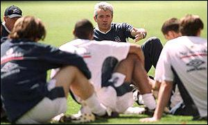Kevin Keegan talks to his players