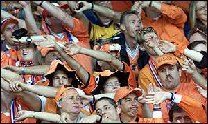 Dutch fans get into the party mood
