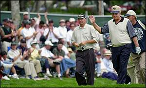 Jack Nicklaus receives a standing ovation at the 18th