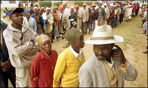 People queueing in Zimbabwe elections