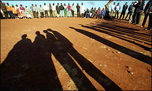 Zimbabweans wait to cast their votes in the southern suburb of Emganwini, nr.Bulawayo
