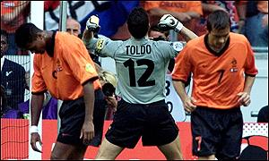 Toldo celebrates while Kluivert hangs his head in disbelief