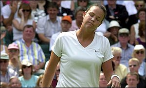 Lindsay Davenport eased through to the second round