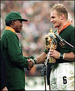Nelson Mandela presents the Rugby World Cup to Francois Pienaar