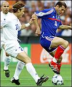 Zidane attempts to outwit Totti
