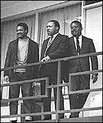 Martin Luther King (centre)