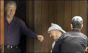 Clinton, Arafat, Barak in doorway