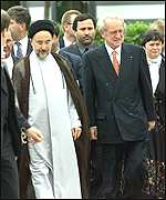 Khatami, left, and German President Johannes Rau