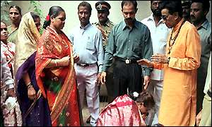 Bal Thackeray with supporters