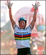 Armstrong in the rainbow jersey