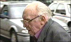 Paedophile priest Eric Taylor arrives at court