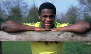 http://news.bbc.co.uk/olmedia/85000/images/_87288_justin_fashanu_leaning300.jpg