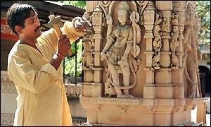 Artisan working on Ayodhya temple